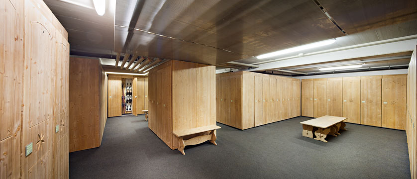switzerland_verbier_hotel-vanessa_ski-room-lockers.jpg